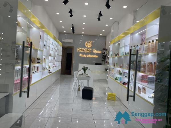 Sang nhanh cửa hàng mỹ phẩm mặt tiền đường Lê Văn Quới, phường Bình Trị Đông, quận Bình Tân.