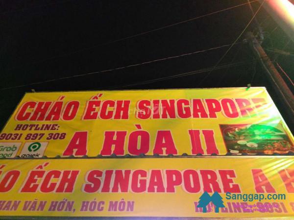 Sang quán cháo ếch Singapore nằm mặt tiền đường Phan Văn Hơn, xã Bà Điểm, huyện Hóc Môn.