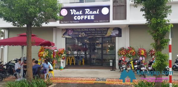 Sang nhượng quán cafe nằm ngay chân chung cư Palm Residence, đường Song Hành, phường An Phú, quận 2.